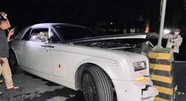 គ្រោះថ្នាក់ចរាចរបង្កដោយ Rolls Royce ព្រលះទ្រូងផ្លូវ ធ្វើឲ្យលោក ឌួង ឆាយមានកិត្តិយសបន្តិចវិញ!